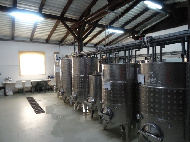 Winiarnia - kadzie